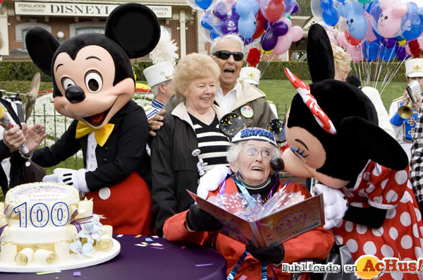 Foto de la noticia /public/fotos2/100th-Birthday-Celebration-01.jpg