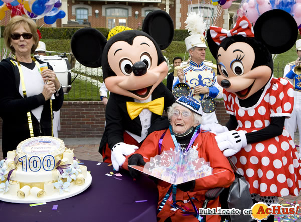 Foto de la noticia /public/fotos2/100th-Birthday-Celebration-02.jpg