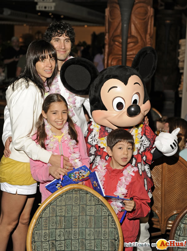 Foto de la noticia /public/fotos2/Benny-Ibarra-at-Ohana-com-Mickey.jpg