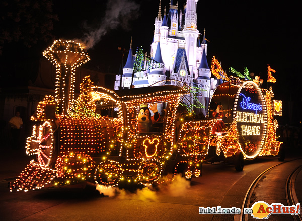 Foto de la noticia /public/fotos2/Electrical-Parade-0106062010.jpg