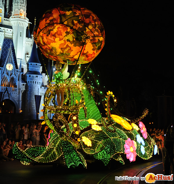 Foto de la noticia /public/fotos2/Electrical-Parade-0306062010.jpg