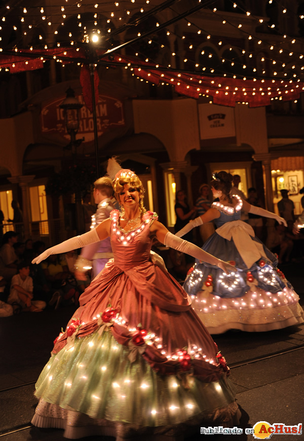 Foto de la noticia /public/fotos2/Electrical-Parade-0406062010.jpg