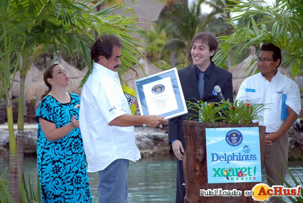 Foto de la noticia /public/fotos2/Francisco-Cordova-recibe-el-Guinness-record.jpg