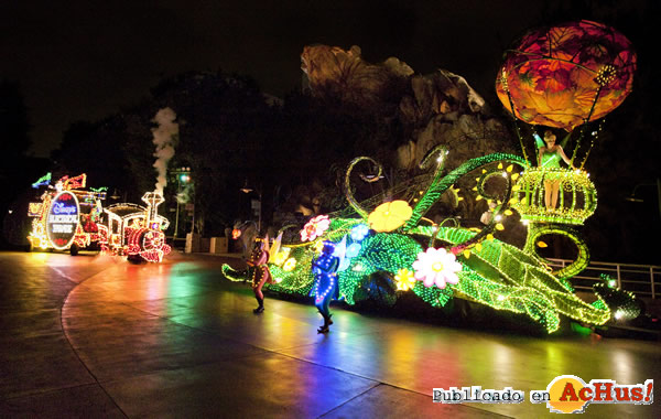 Foto de la noticia /public/fotos2/Main-Street-Electrical-Parade-Lights-02-14022010.jpg